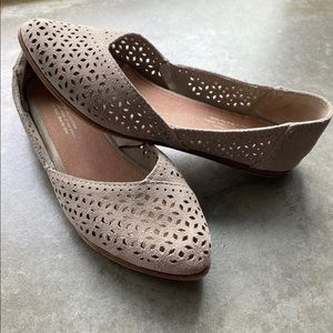TOMS Jutti Desert Taupe Perforated Flats, Size 6.5